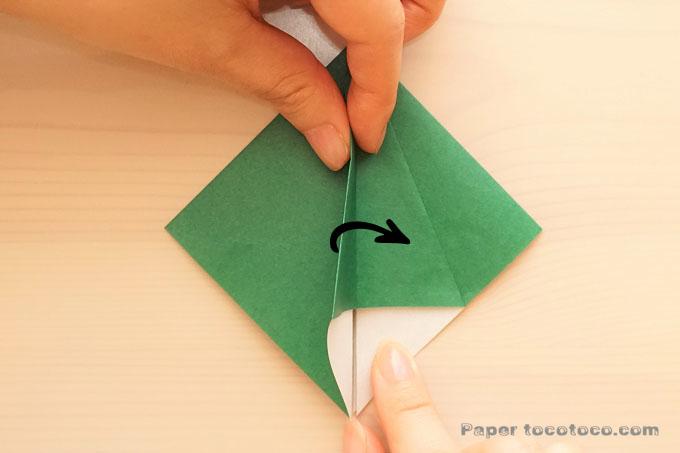 折り紙クリスマスツリーの折り方1