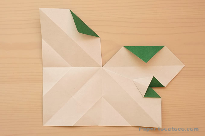 折り紙ポインセチアの折り方1